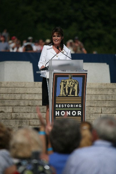 Who can beat that smile? Sarah Palin speaks before she introduces three real American heroes.